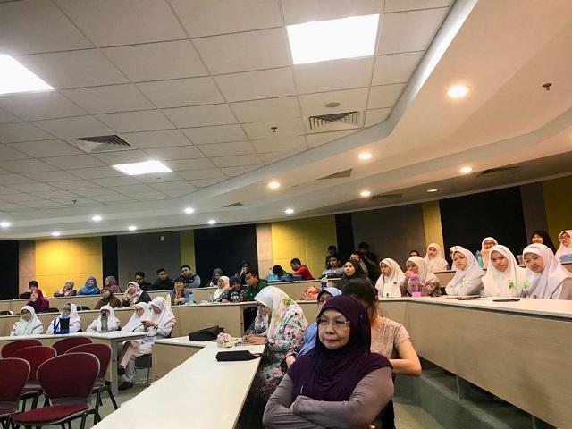 world mental healthy forum crowd