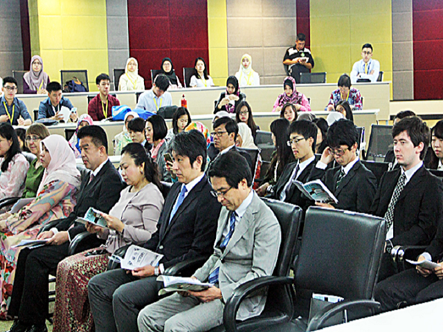 A section of Japanese students at the event. – SYAZWANI HJ ROSLI